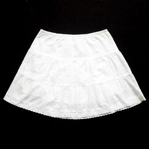 NEW Floral Embroidered Eyelet Tiered Skirt (26x16)